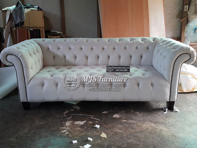 Sofa tamu chesterfield cream