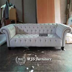 Sofa Tamu Model Chesterfield Classic Cream