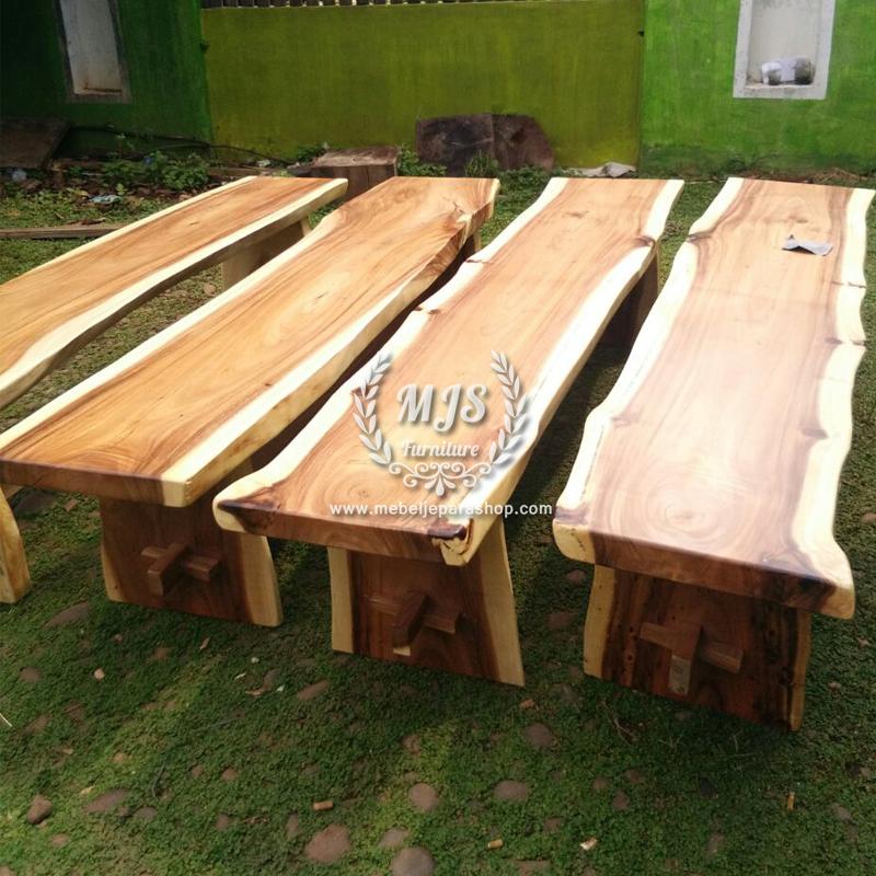 Bangku kayu solid trembesi