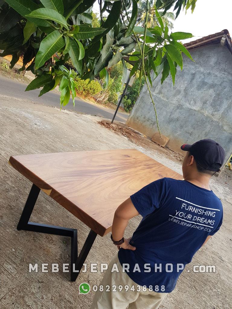 meja kayu trembesi minimalis