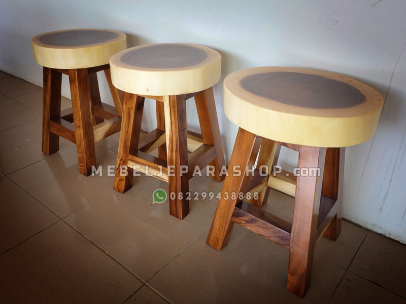 Kursi stool cafe bundar kayu trembesi