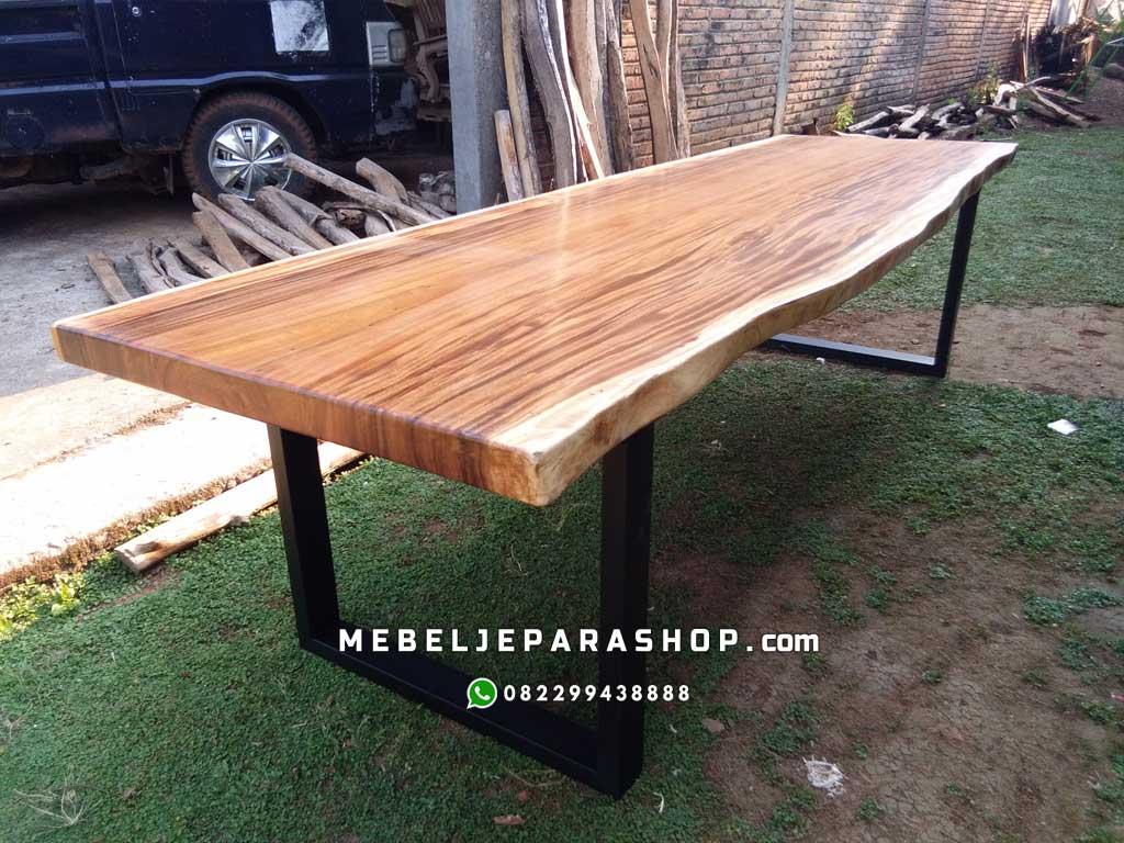 meja kayu trembesi suar kaki besi