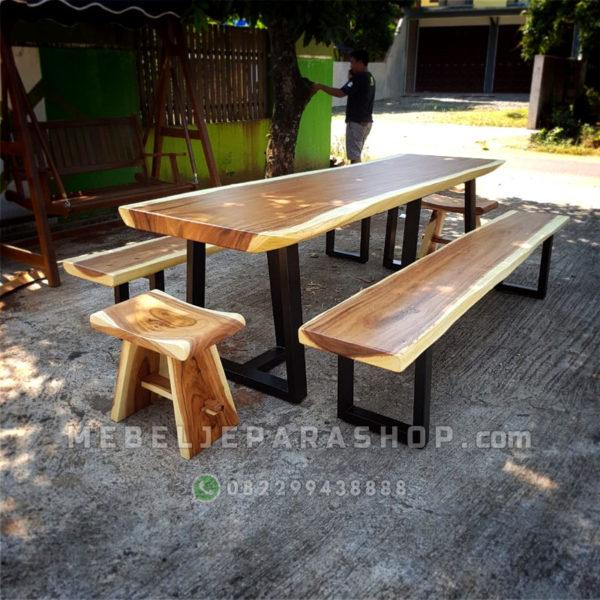 set meja makan kayu solid trembesi murah industrial kaki besi