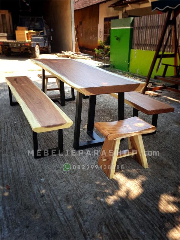 Set meja makan kayu trembesi murah