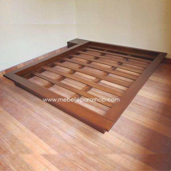 tempat tidur jati minimalis tanpa sandaran