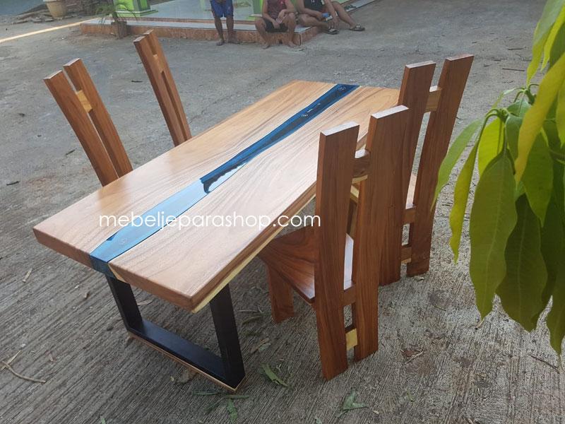 meja makan trembesi river kaca