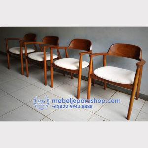 Kursi Cafe 2 300x300 - Kursi Cafe Jati Jepara Dengan Jok