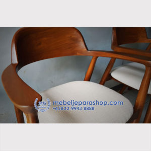 kursi cafe jati dengan dudukan jok