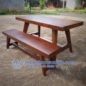 Meja dan Bangku Kayu Trembesi