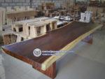 Meja Kayu Trembesi Besar Panjang 4 meter