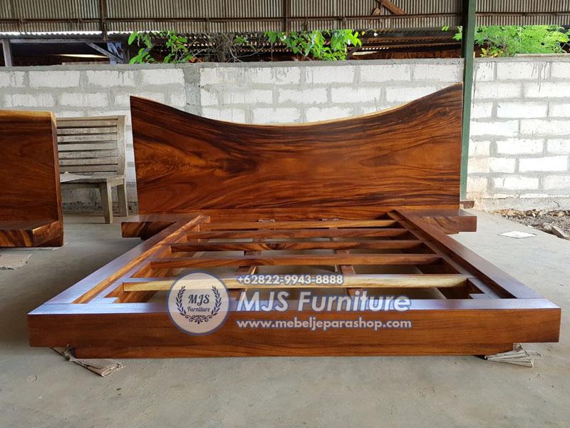 tempat tidur trembesi kayu solid besar gagah