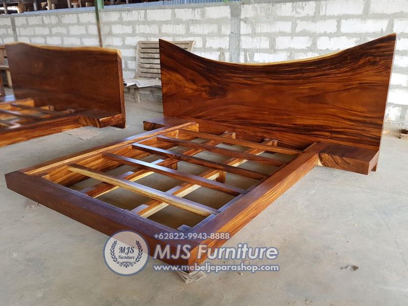 bed kayu solid trembesi besar