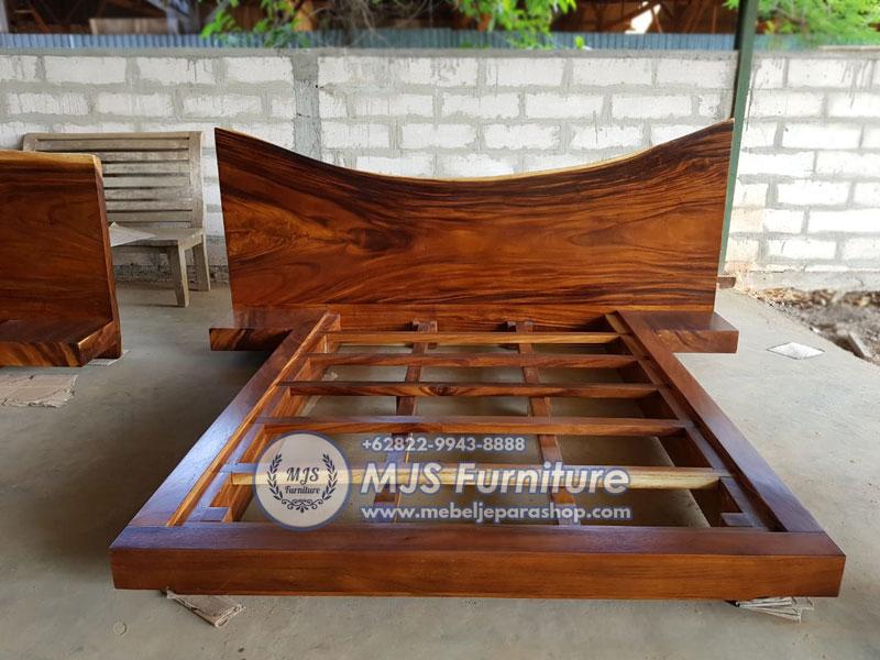 tenmpat tidur kayu besar trembesi mewah